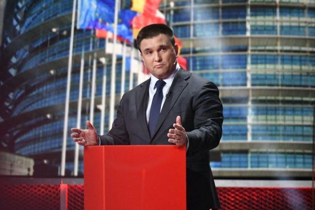 Венгрия отказалась от практики выдачи паспортов украинцам
