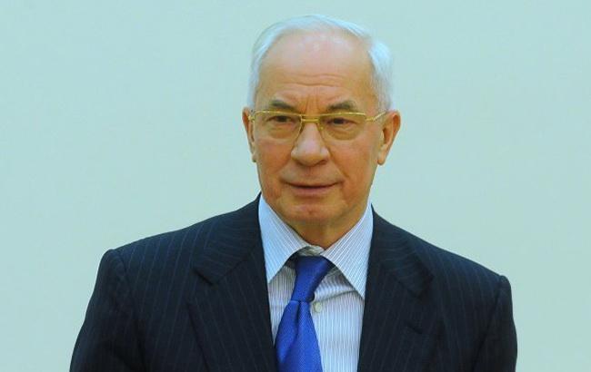 Европейский суд снял санкции с Азарова