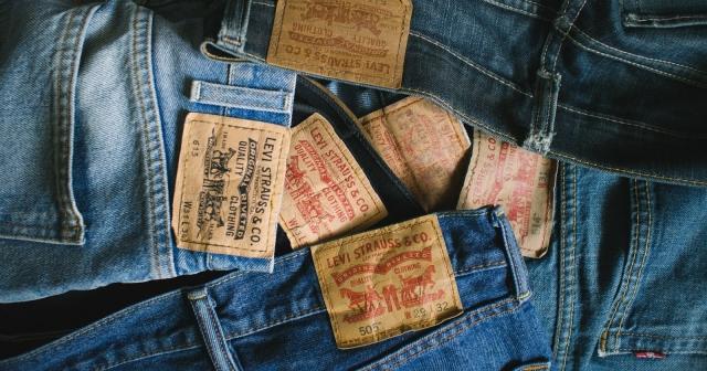 Большой выбор джинсов levis