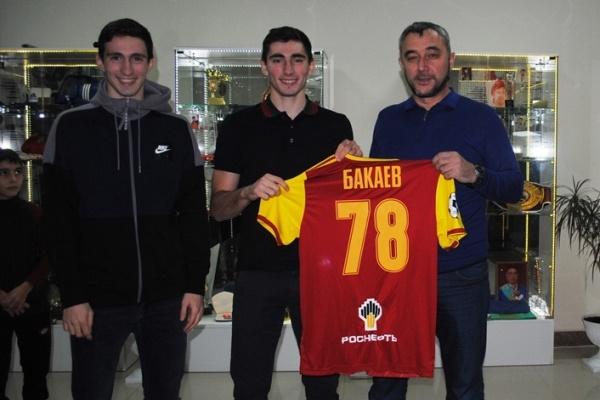 Зелимхан Бакаев передал свою футболку музею в Назрани