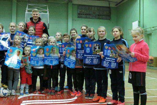 Михаил Левашов поздравил юных тульских футболисток