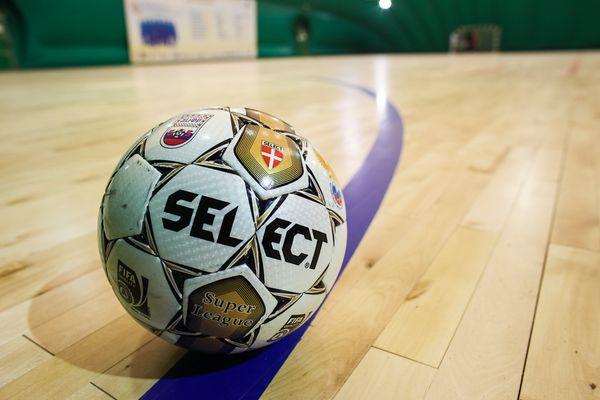 ИЦЭ и «Межрегионгаз» вышли в полуфинал чемпионата области по мини-футболу