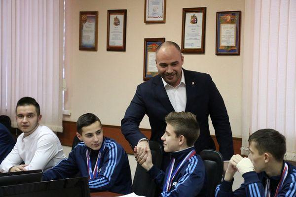 В Новомосковске чествовали юношей «Витязя», завоевавших серебро «Уличного красавы»