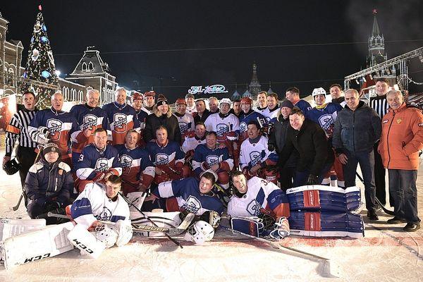 Дюмин и Аджоев посетили хоккейный матч с участием Путина