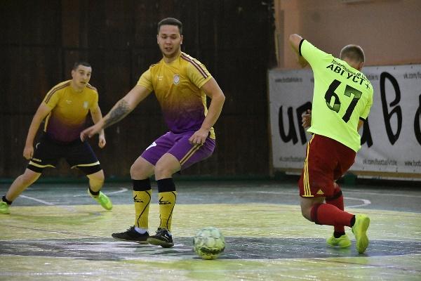 «Сбербанк» добрался до тройки лидеров чемпионата Тулы по мини-футболу