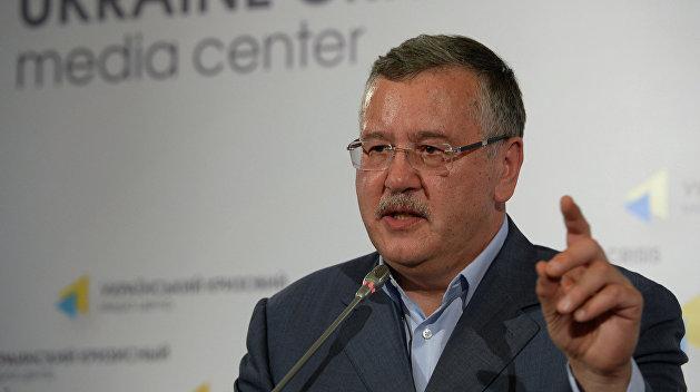 Распродажа армии: у Гриценко заявили, что виноваты Порошенко и Луценко