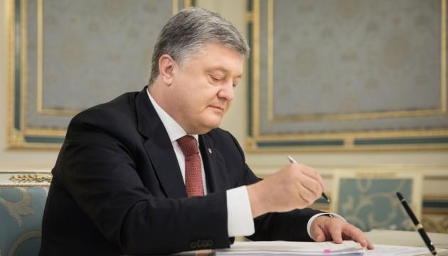 Порошенко подписал закон о запрете наблюдателей РФ на выборах