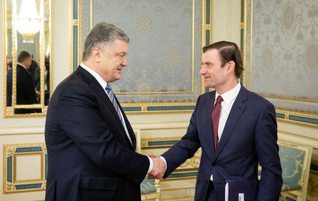 Порошенко и Хейл обсудили усиление давления на Россию
