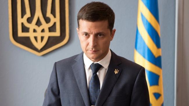 Зеленский попросил не вешать его портреты в кабинетах