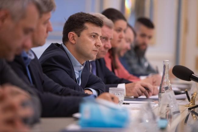 От Зеленского требуют объяснить заявление о контроле РФ на Донбассе
