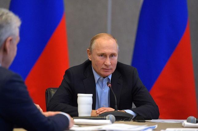 Рейтинг Путина продолжает снижаться несмотря на манипуляции с опросами