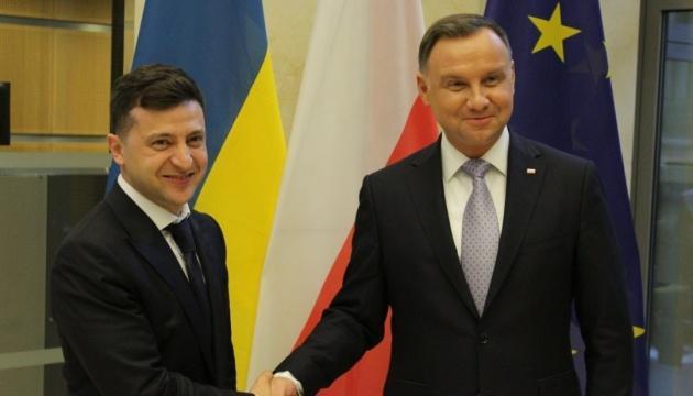 Дуда попросил Зеленского о возобновлении эксгумаций погибших поляков в Украине