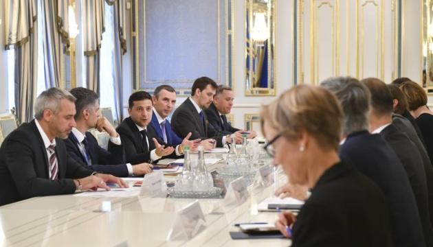 Зеленский обсудил с послами G7 выборы, реформы и войну на Донбассе