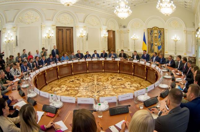 Президент Украины назвал первоочередные задачи децентрализации