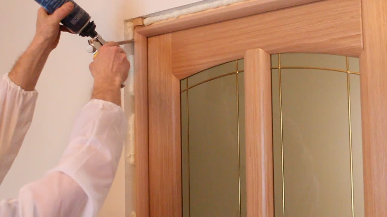 На каком этапе устанавливать межкомнатные двери: до или после ремонта