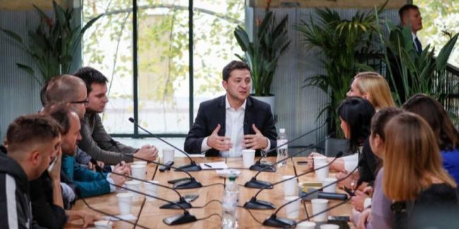 Зеленский о миротворцах на Донбассе: Обсудим в нормандском формате, я за их размещение на границе с РФ