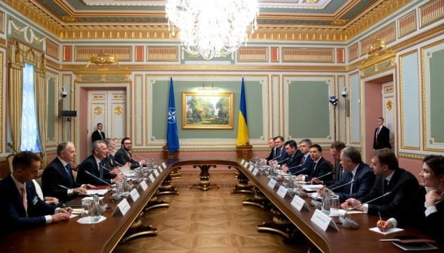 Украина ожидает от НАТО поддержки в Черноморском регионе, - Зеленский