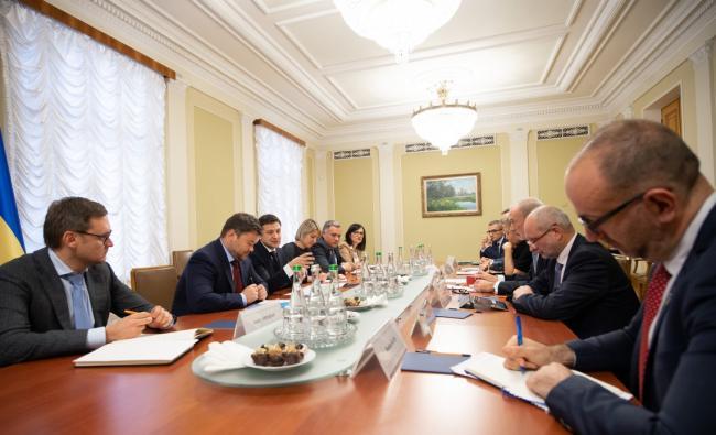 Зеленский обсудил с послами стран G7 реформы в Украине