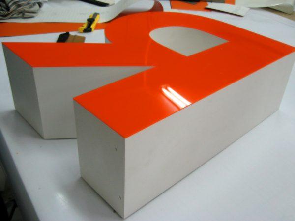 Изготовление объемных букв в Киеве