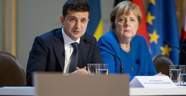 Зеленский поговорил с Меркель: Украина получит 150 млн евро кредита на борьбу с коронавирусом