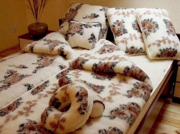 Одеяло из овечей шерсти на подарок