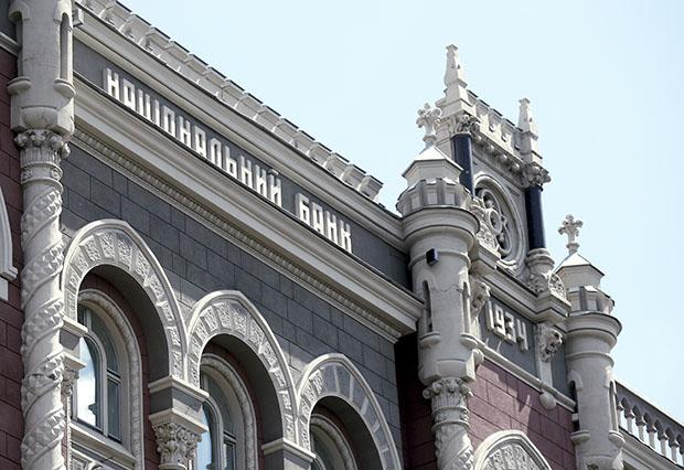 У Зеленского призвали не придавать политическую окраску деятельности НБУ и увольнению его главы Смолия