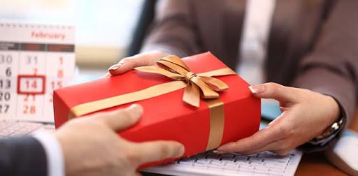 Как подобрать корпоративные подарки